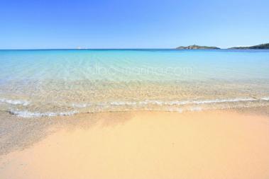 Plage de sable fin en Corse du sud Pinarello